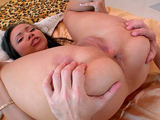 Sexy hottie takes a weekend off duty
